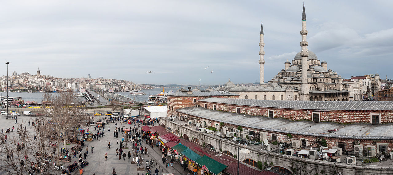 1280px-Panoramic_view_of_Istanbul-_Yeni_Cami_(The_New_Mosque),_Galata_Bridge._Turkey,_Southeastern_Europe
